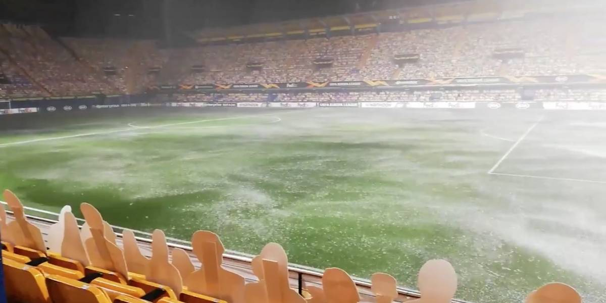 VIDEO | ¡Las imágenes parecen de película! Torrencial lluvia retrasó el inicio de partido en la Europa League