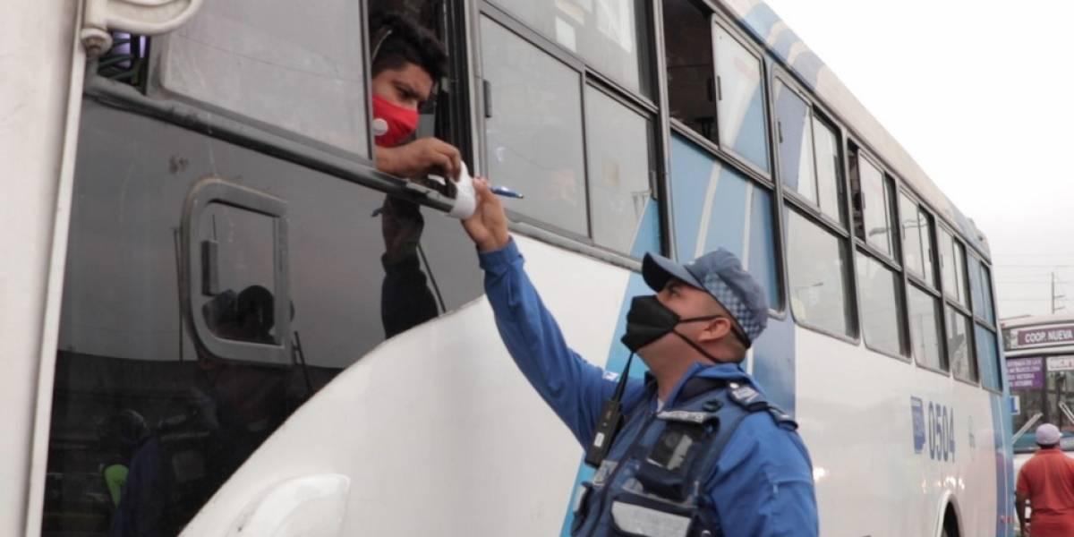 USD 120 de multa para conductores de buses que no usen mascarilla