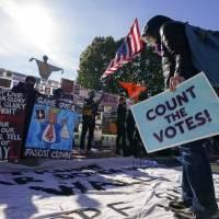 Jueces rechazan demandas de Trump en los estados de Georgia y Michigan