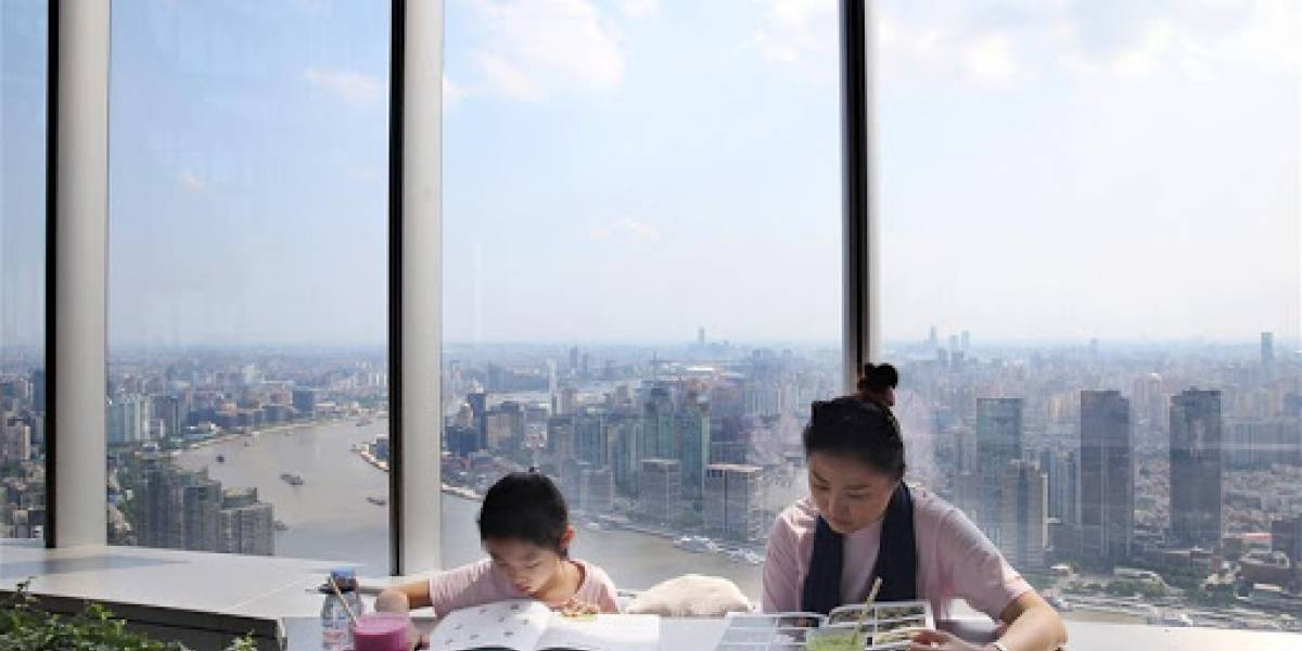 La librería más alta del mundo se erige a 239 metros de altura en Shanghai