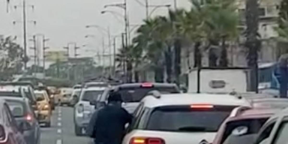 Video capta a dos atracadores asaltando autos en la Av. Francisco de Orellana
