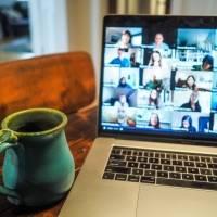 Google Meet añadió nueva función de accesibilidad de participantes en una videollamada