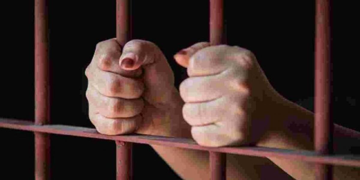 Piden 21 años de cárcel a mujer que abandonó a su hija para poder ir de fiesta