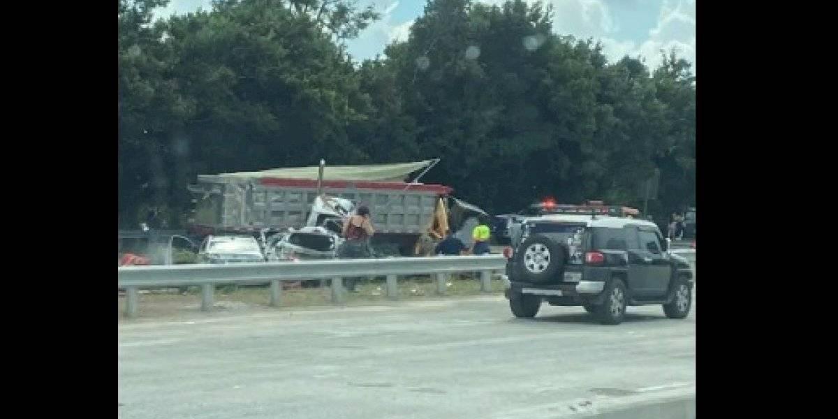 Varios heridos luego que camión impactara hasta doce autos en el paseo de la PR-52