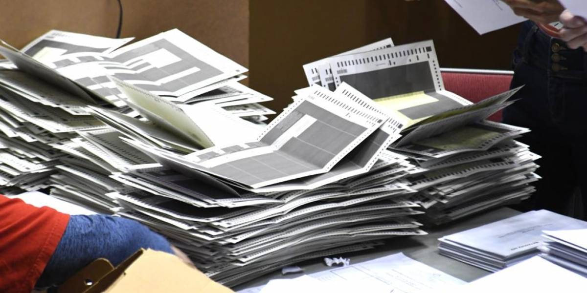 Alertan de más papeletas de voto adelantado sin dobleces