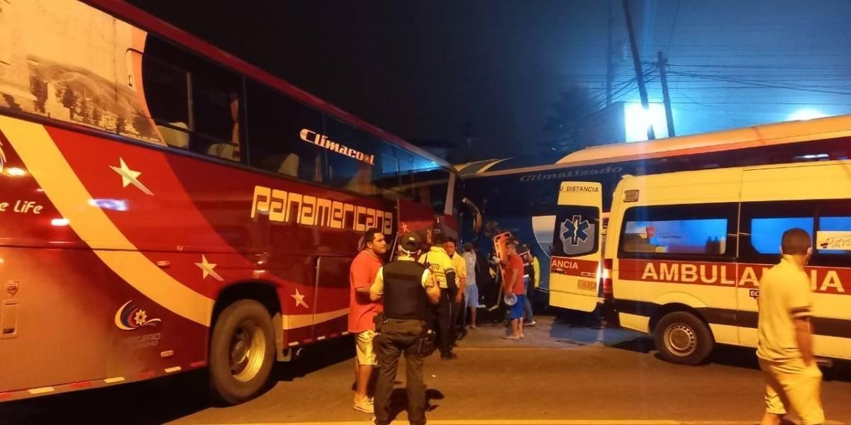 Accidente entre dos buses interprovinciales dejó cuatro heridos en la vía Alóag – Santo Domingo