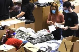 Inicia el escrutinio con nueve precintos que tienen más votos adelantados que solicitudes