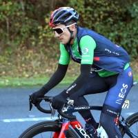 ¡Emotivo! Tania Rosero, esposa de Richard Carapaz, lo esperó en la meta en la última etapa de la Vuelta a España