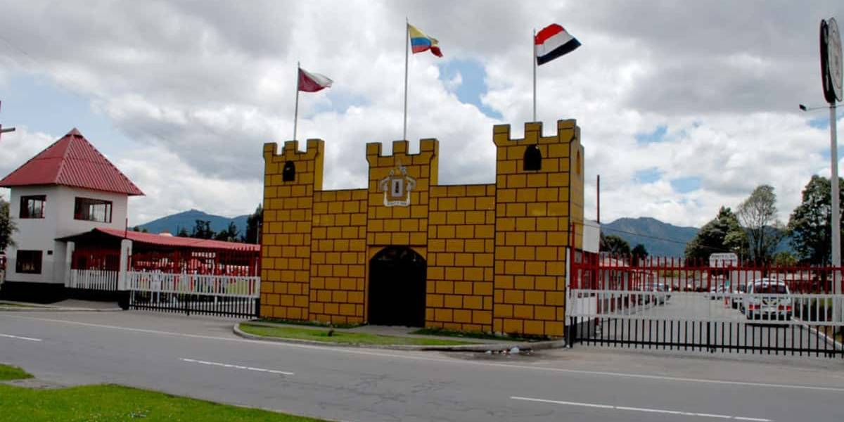 El tradicional colegio militar de Bogotá que cerró sus puertas por la pandemia