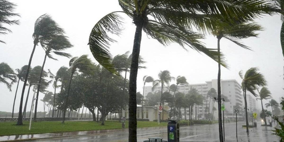 Tormenta Eta lleva aguaceros a las calles ya inundadas de Florida