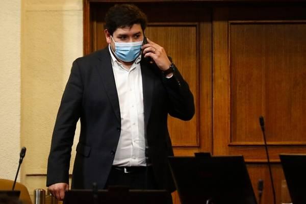 """Diputado RN asegura que hay """"quiebre"""" en Chile Vamos tras segundo retiro y tilda de """"fantasma"""" al ministro Briones"""