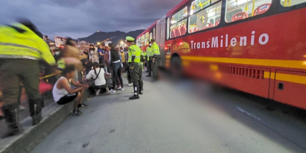 Joven murió arrollada por TransMilenio luego de que aparentemente la empujaran
