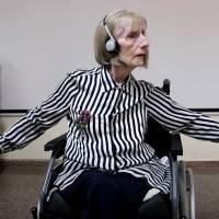 ¡El poder de la Música! Bailarina con alzheimer escucha canción y recuerda sus rutinas de baile