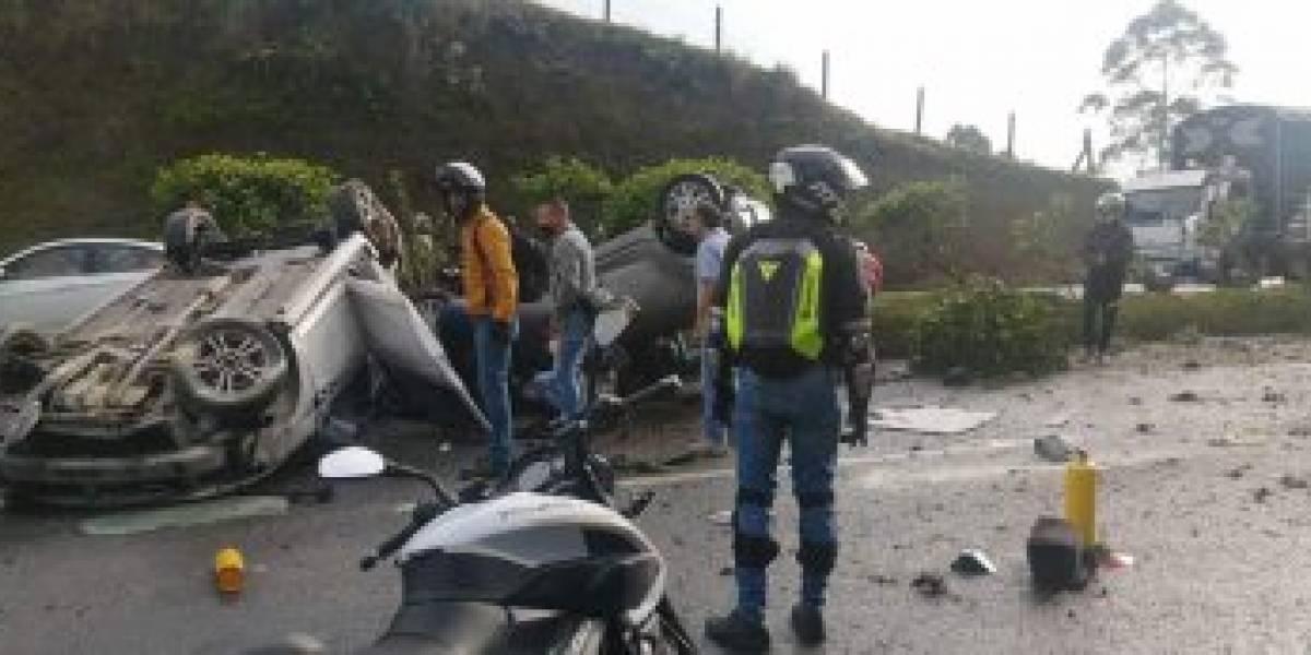 ¡Atención! Varias personas heridas en grave accidente entre tres vehículos
