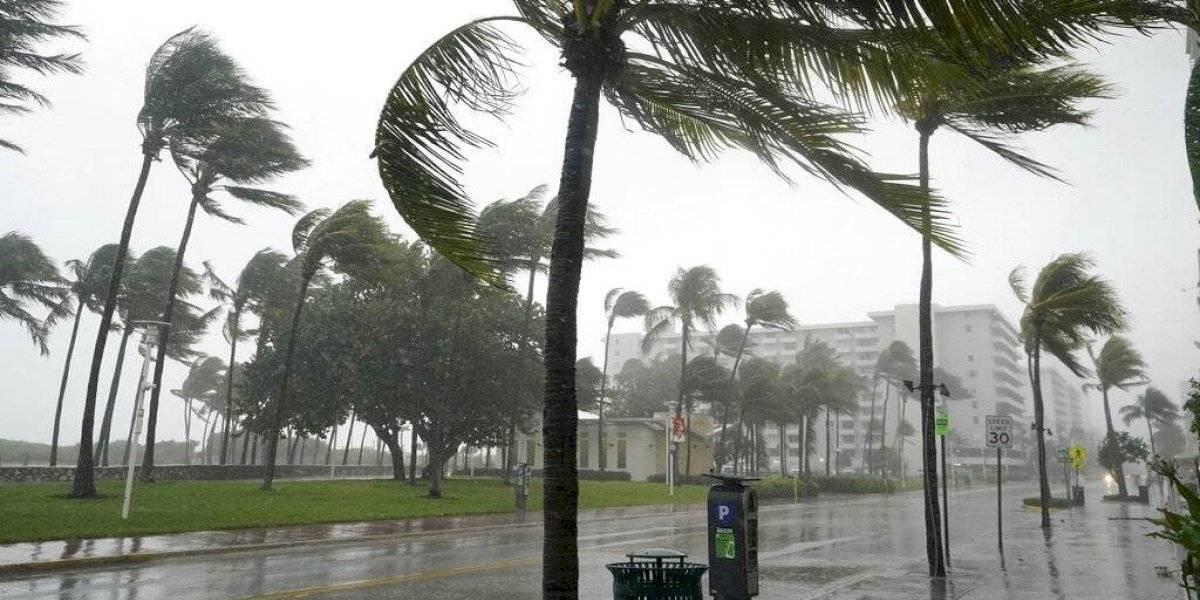 Tormenta tropical Eta lleva más lluvia a las calles ya inundadas de Florida