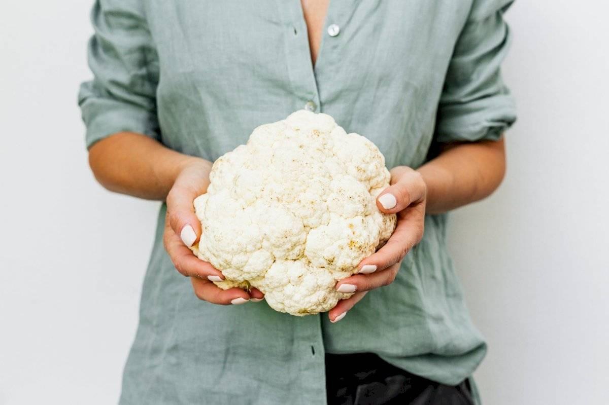 El coliflor es un vegetal lleno de fibra que favorece la salud.