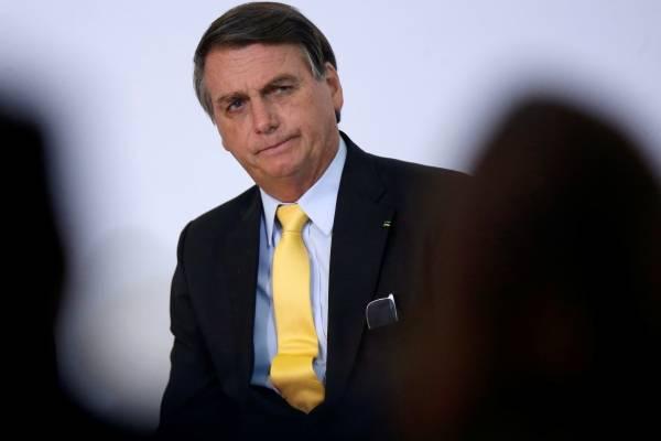 """Bolsonaro asegura que Brasil debe """"dejar de ser un país de maricas"""" para enfrentar el coronavirus"""