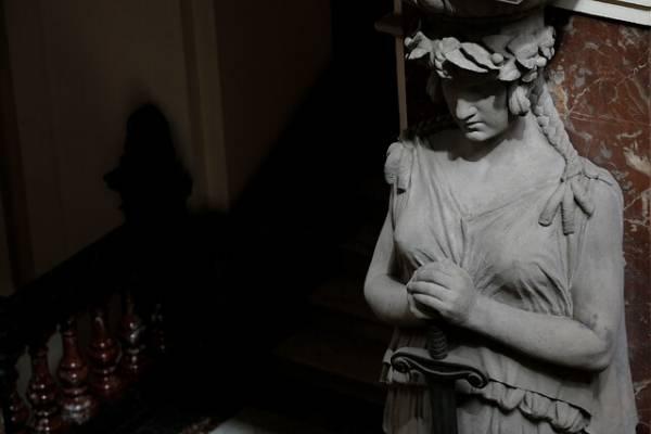 Fallo histórico de la Corte Suprema ordena a isapre cubrir cirugía de reconstrucción corporal de una mujer transexual