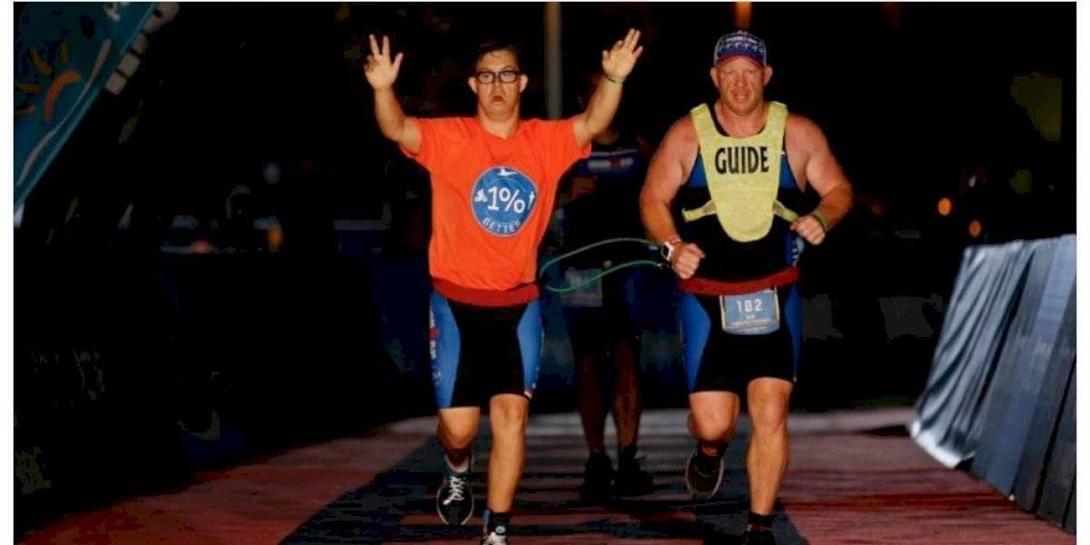 (VIDEO) Por primera vez un atleta con síndrome de Down completó la carrera Ironman