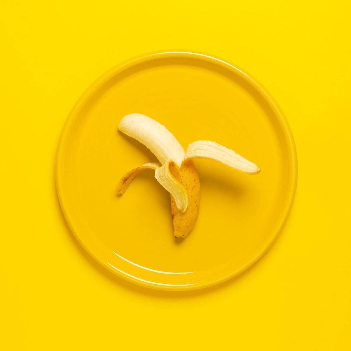 La banana es in alimentos fabuloso para refrescar la piel, gracias a caroteno, y vitaminas E, B1 y C.