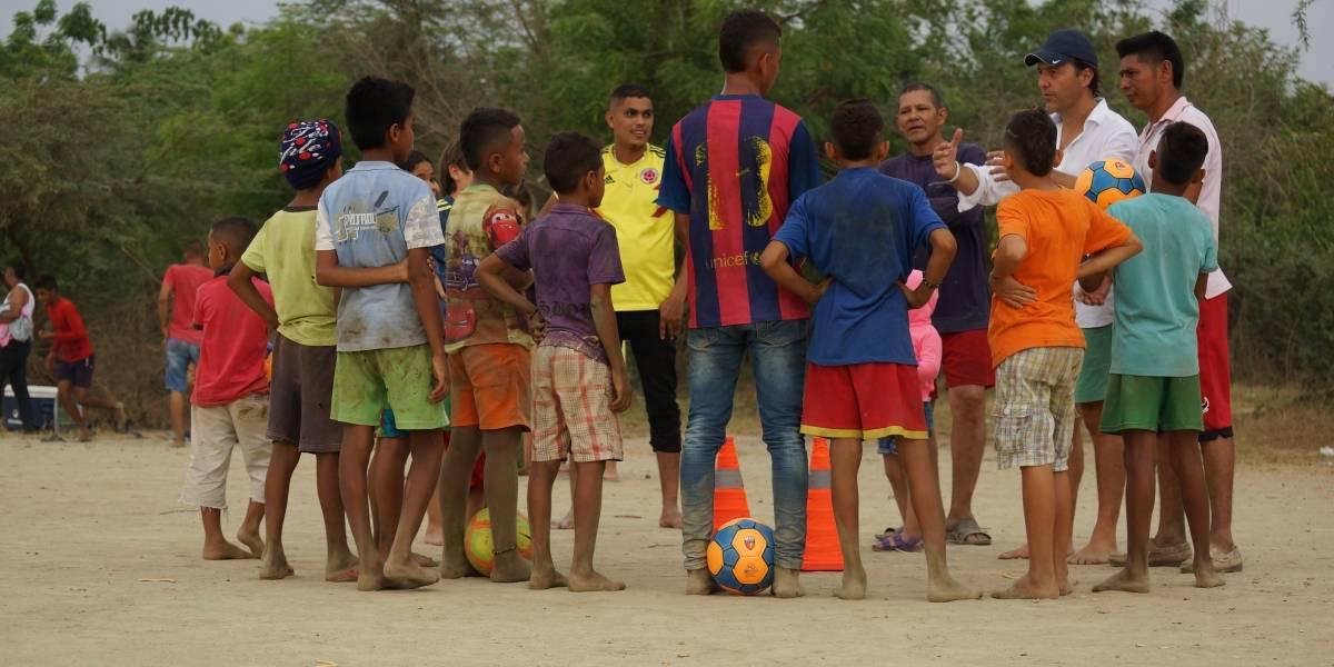 """""""Somos 11 más"""", un banco virtual de gestión humanitaria ligado al deporte"""