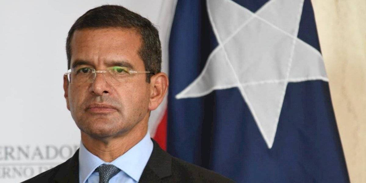 Gobernador creará medidas regulatorias para extender contratos en el gobierno