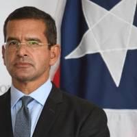 Gobernador dice toque de queda atenta contra las libertades civiles