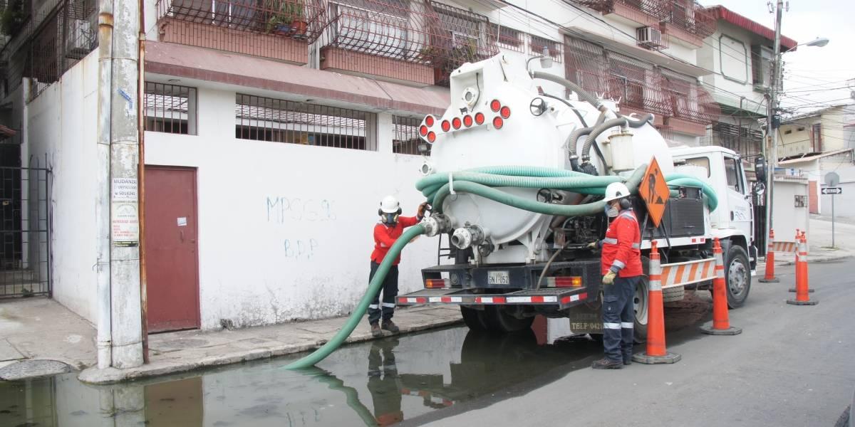 Reparan colector de aguas servidas de Urdesa Norte, en Guayaquil