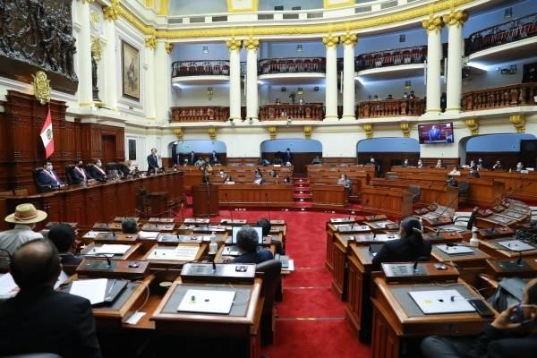 Congresista pide restablecer la pena de muerte para los políticos corruptos en Perú