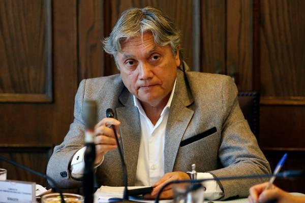 Senador Alejandro Navarro permanece en la UCI tras ser sometido a cirugía cardiaca
