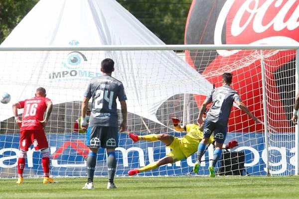 La UC no pudo ante Curicó Unido en los minutos restantes del partido más extraño del torneo