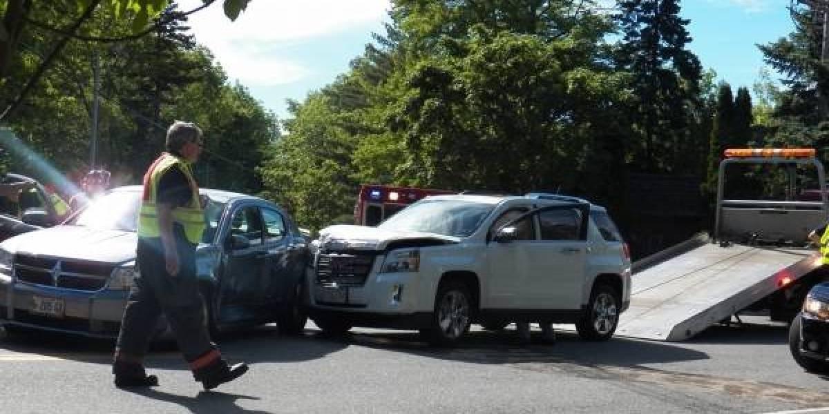Ladrón roba vehículo y choca contra mujer que también había robado un auto en Oregon