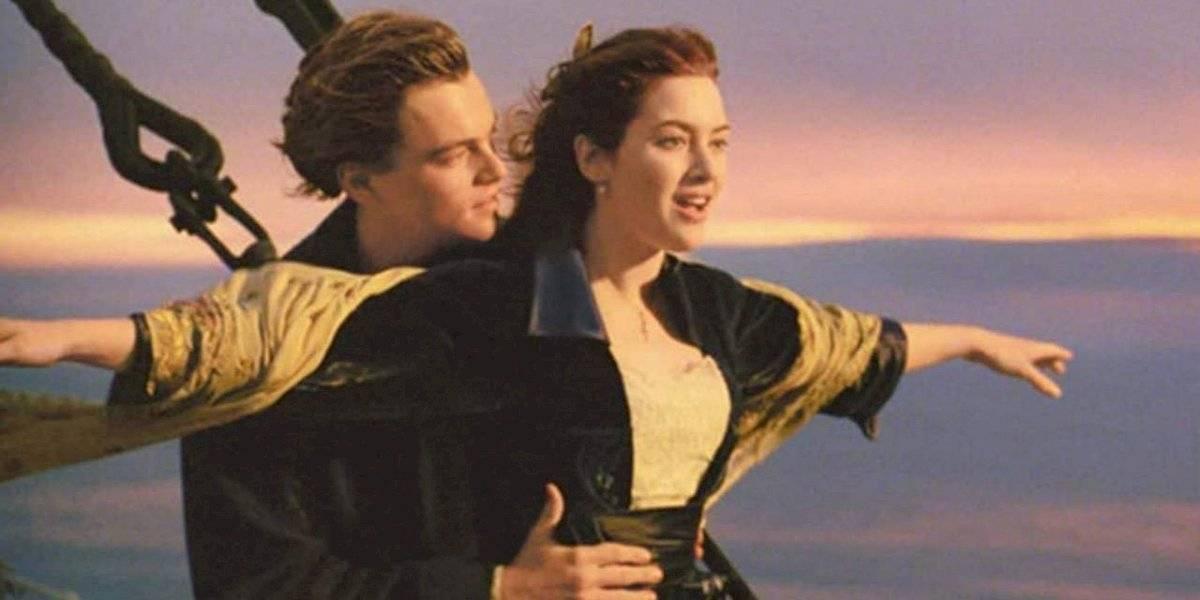 Pareja de novios se ahoga en India al intentar recrear escena famosa de Titanic