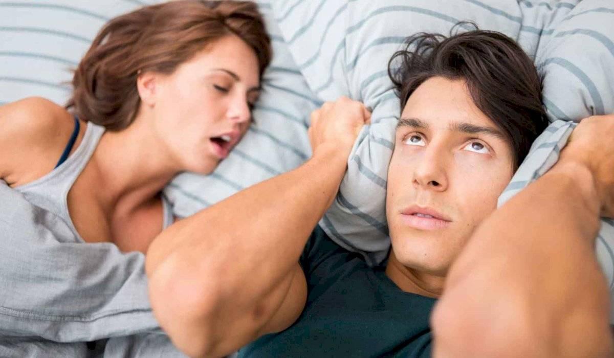 Aunque la fama de roncar es más frecuente en los hombres, las mujeres también podemos padecer este problema