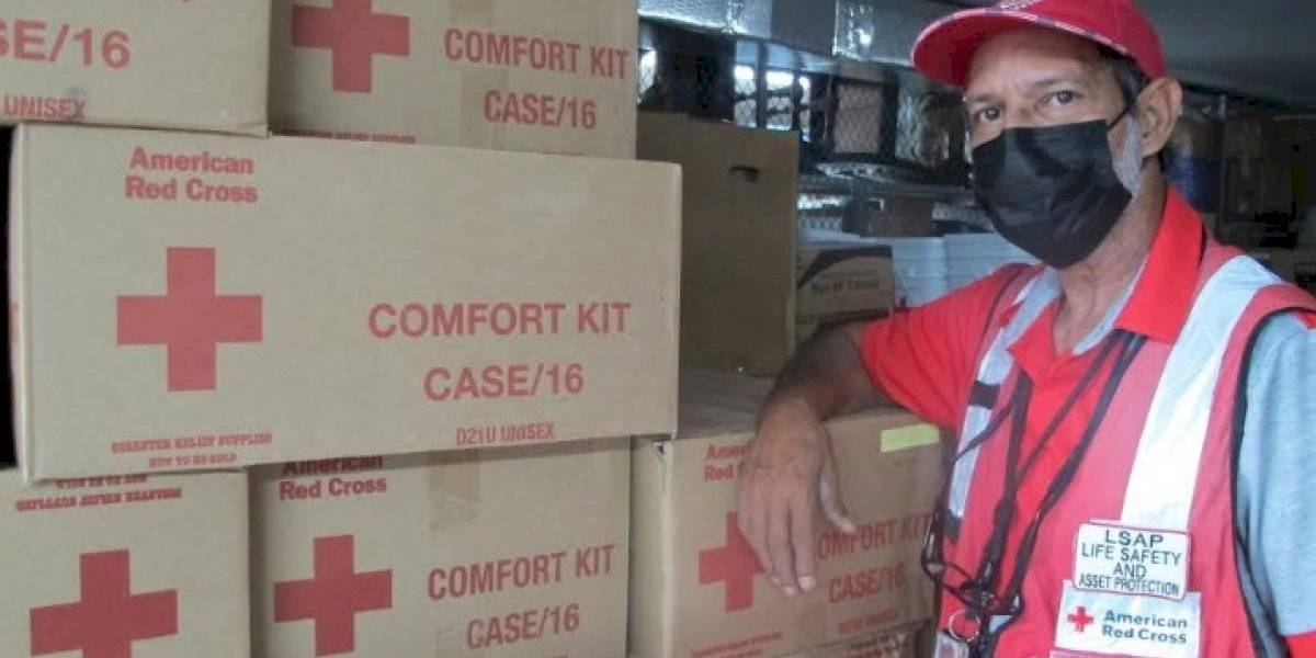 Veteranos brindan su servicio con la Cruz Roja para combatir enfermedades y desastres