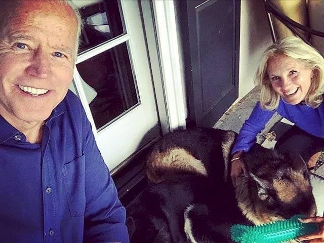 Joe Biden perros Champ y Major