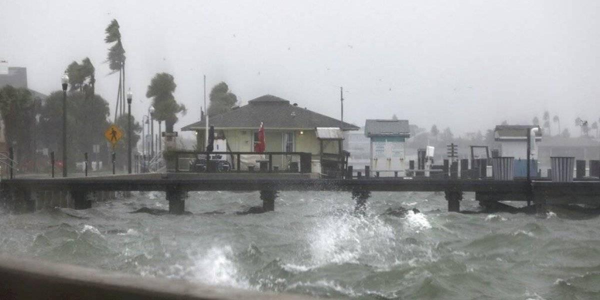 Eta deja lluvias torrenciales en el oeste de Florida