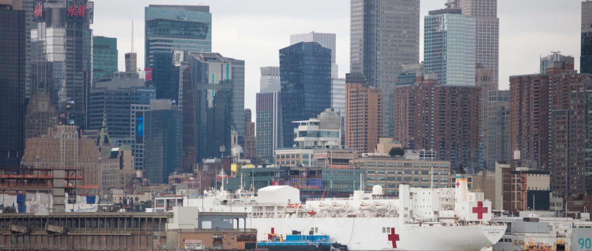 Barcos para el tratamiento del coronavirus en Nueva York.