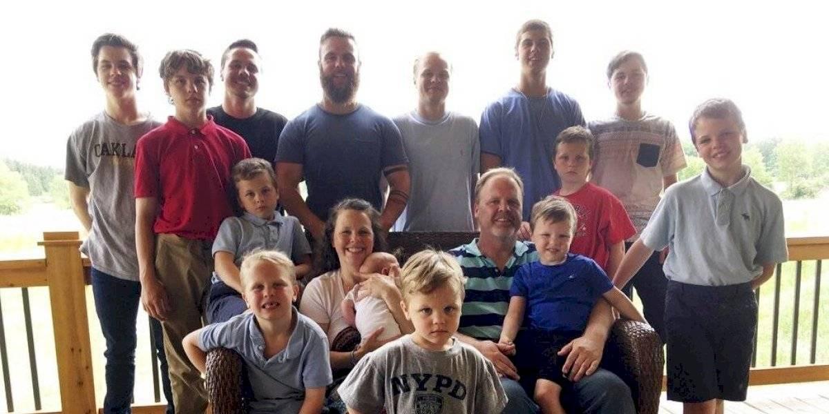 Matrimonio con 14 hijos varones da la bienvenida a su primera hija