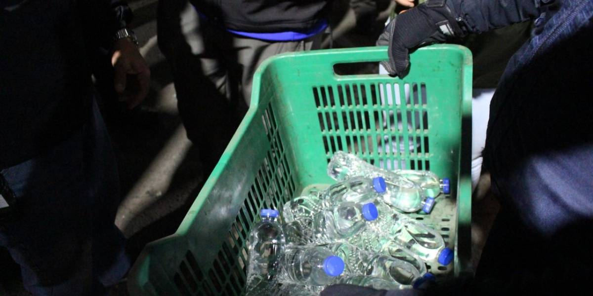 Licor artesanal, armas blancas y dosis de droga, decomisadas en el mercado Mayorista