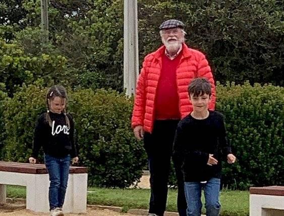 Cristián Sánchez junto a sus padres e hijos