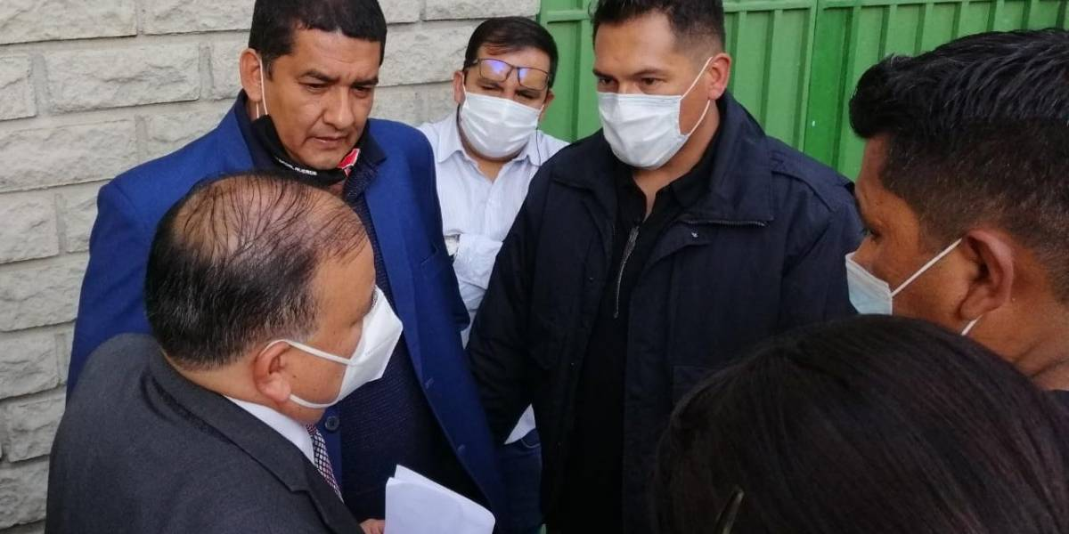 VIDEO: El máximo dirigente de Bolivia, arrestado en pleno partido contra Ecuador