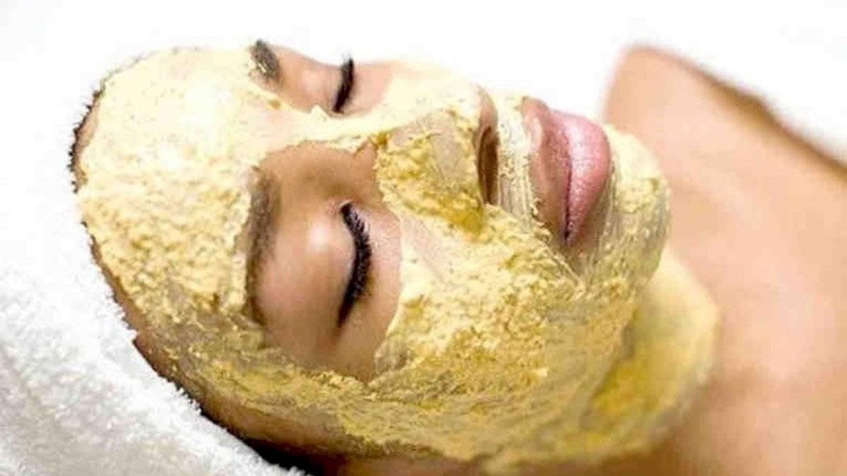 Aplica la mascarilla por todo tu rostro y deja actuar por 20 minutos.