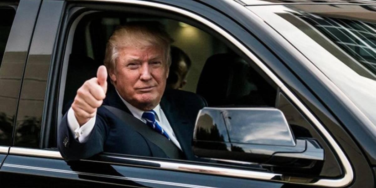 """Trump aparece por sorpresa en marcha de """"Make America Great Again"""" en Washington"""