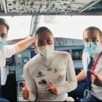 Myriam Núñez, campeona a la Vuelta a Colombia, recibió un homenaje al llegar a Ecuador