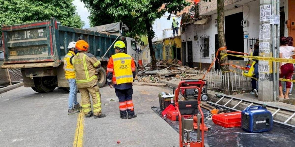 Tres viviendas se desplomaron en un barrio tradicional de Medellín y resultaron tres personas heridas