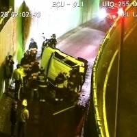 Vehículo cayó del puente del Puente del Labrador dejando una fallecida y dos heridos