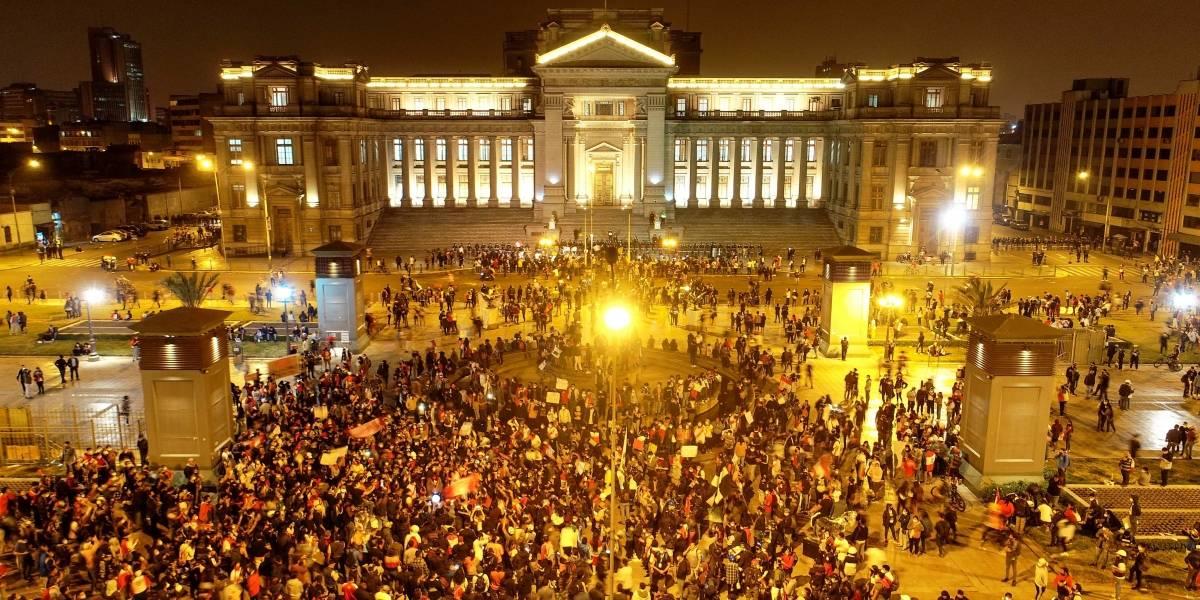 Perú: Dos muertos, 94 heridos, 42 desaparecidos deja noche de violencia