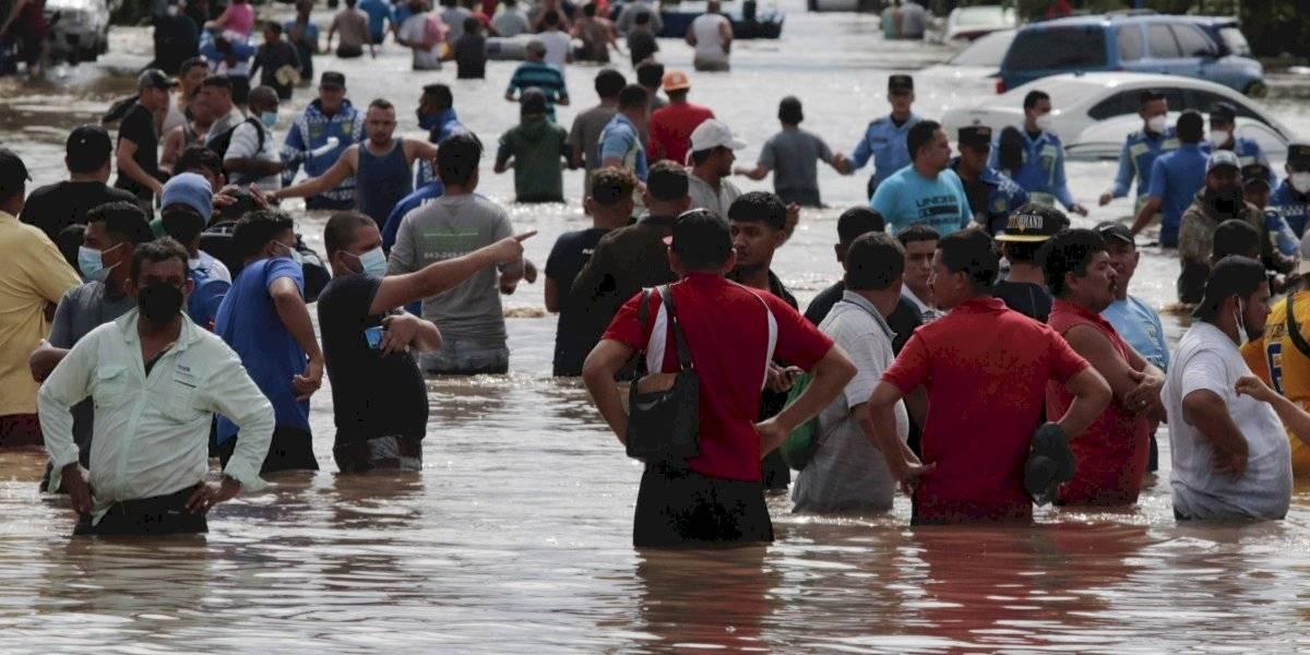 Iota se convierte en huracán y amenaza a Honduras y Nicaragua