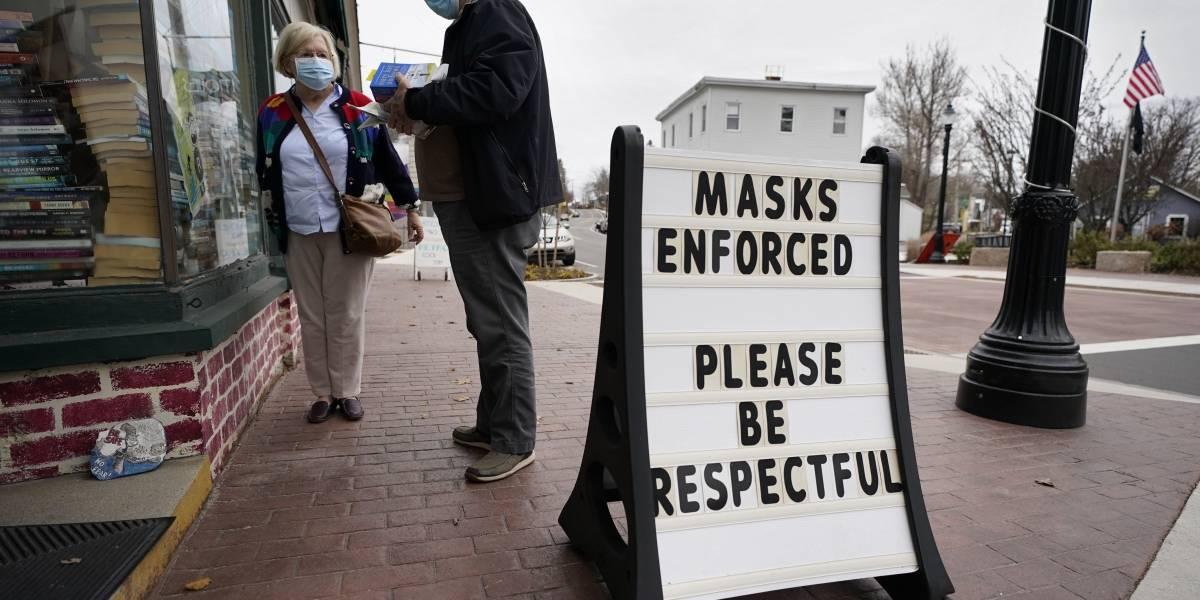 Decenas de trabajadores electorales enfermos de COVID en Estados Unidos
